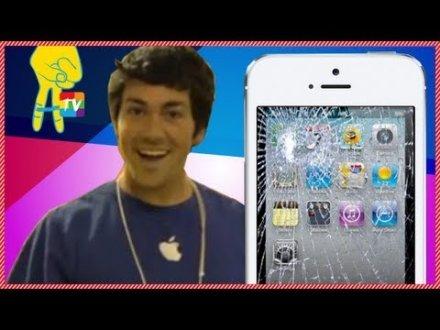 Commesso fa cadere gli iPhone5, è uno scherzo!!