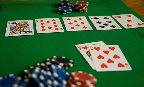 Studenti italiani divisi tra sesso e poker online