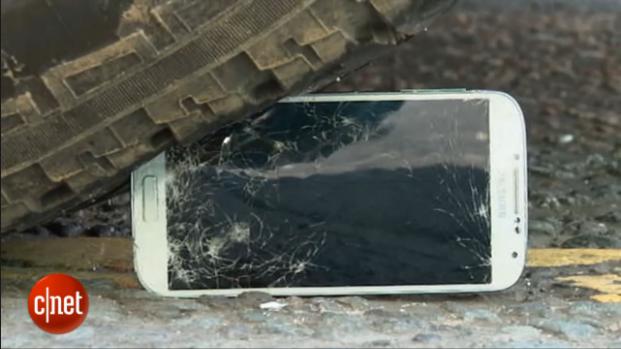 Smartphone: quanto sono robusti Galaxy S4 e iPhone 5?