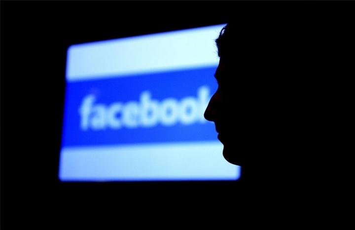 Facebook spia i messaggi privati, gli utenti reagiscono!