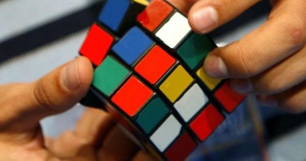 Robot Risolve Cubo Di Rubik In Un Secondo
